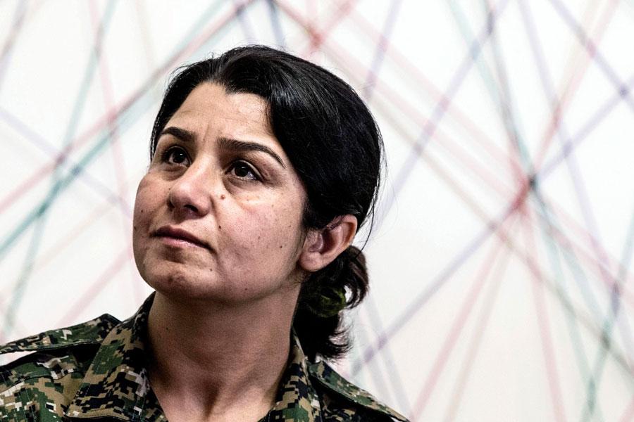 """""""Le donne-soldato non si sposano"""". Colloquio con Nessrin Abdalla, la comandante curda che difende Kobane"""